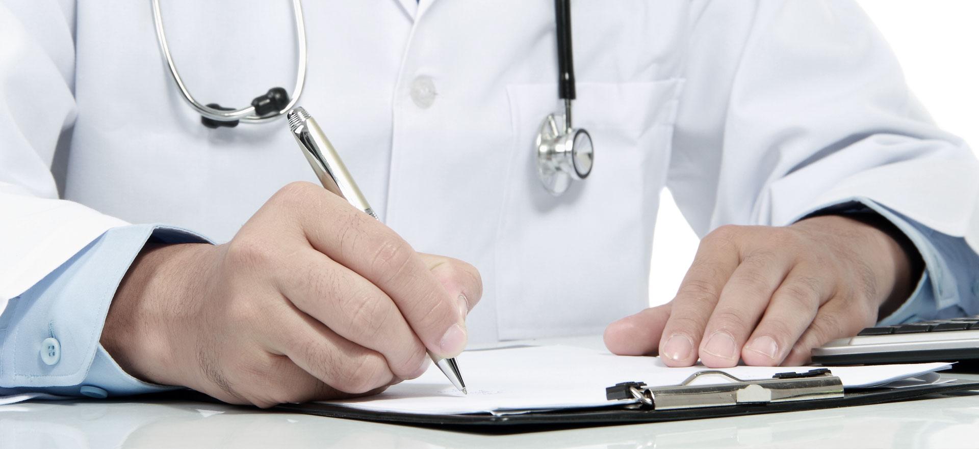 Dr. Pickert HNO Arzt mit Praxis in Bayreuth - Schreibende Hände